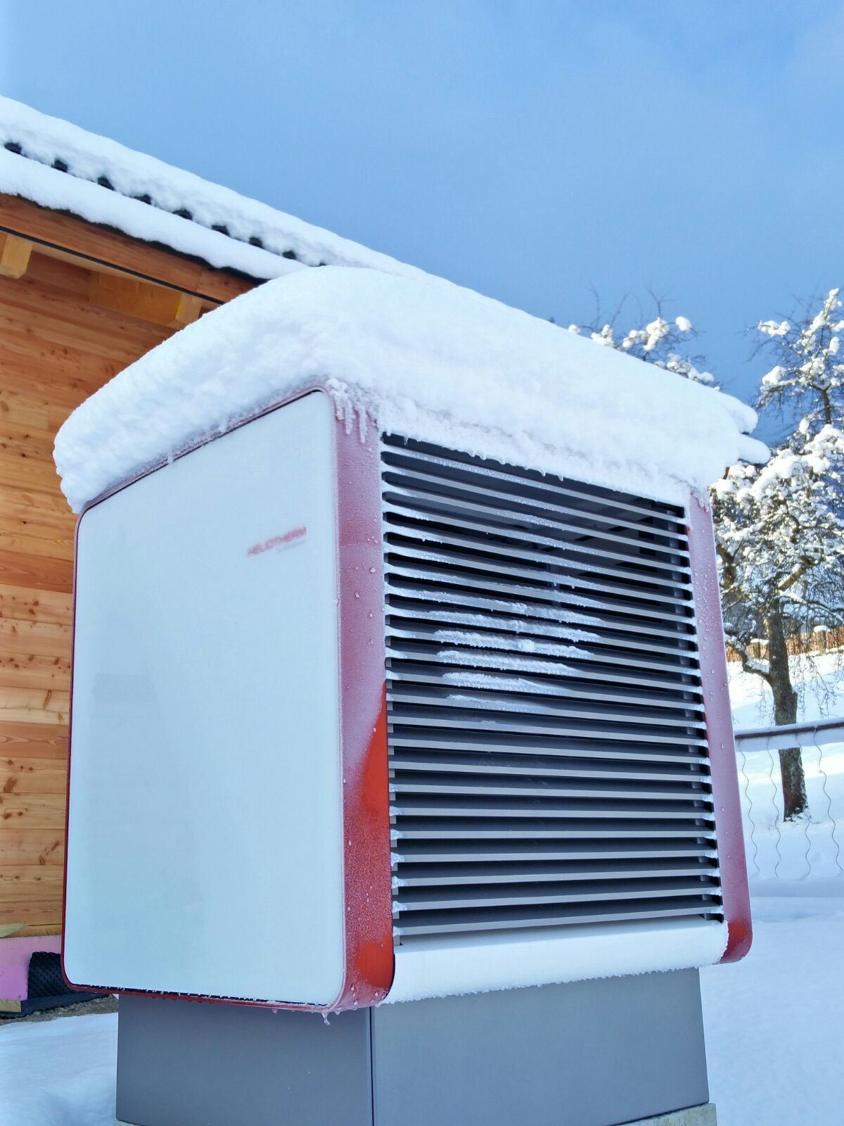Тепловой насос Воздух-Вода бесперебойно работает и при минусовой температуре.