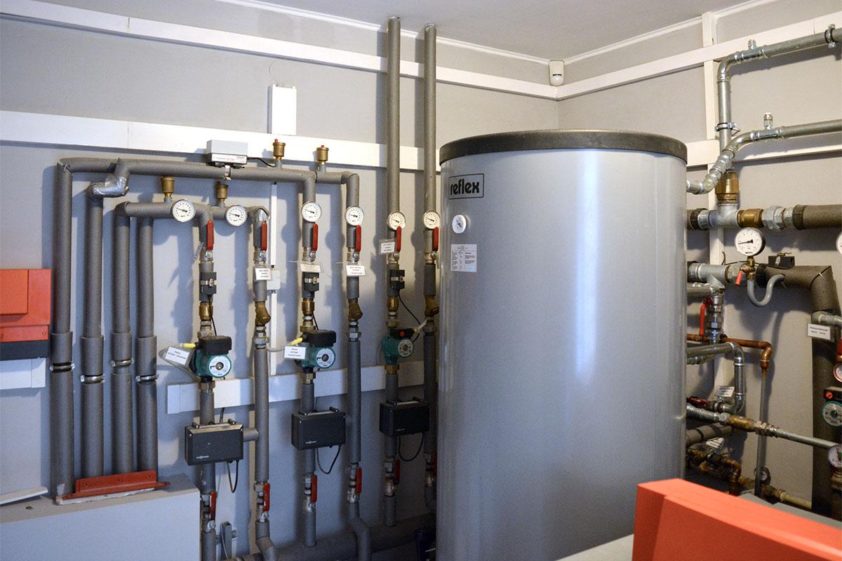 Тепловой насос Воздух-Вода Heliotherm для отопления дома 610 кв. м. в Киевской обл.