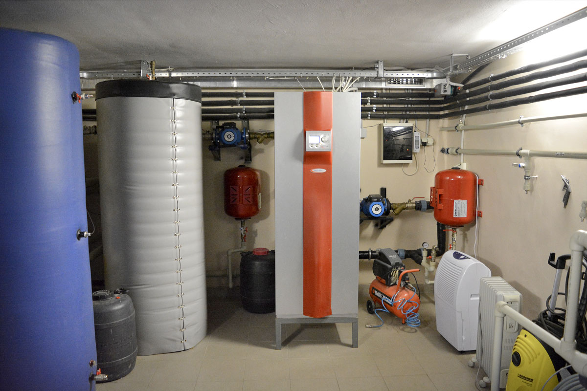 Тепловой насос Грунт-Вода компании Heliotherm для отопления дома 630 кв. м. Киевская обл.